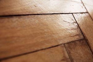 Panele czy deski drewniane?